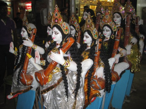 Saraswati idols being sold at Diamond Harbor Road in Calcutta, 2013 Photo Credit: BW
