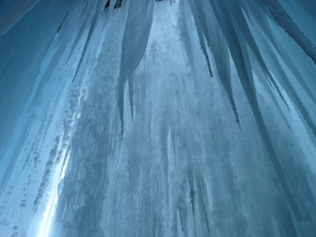 ice-curtain-16561_640